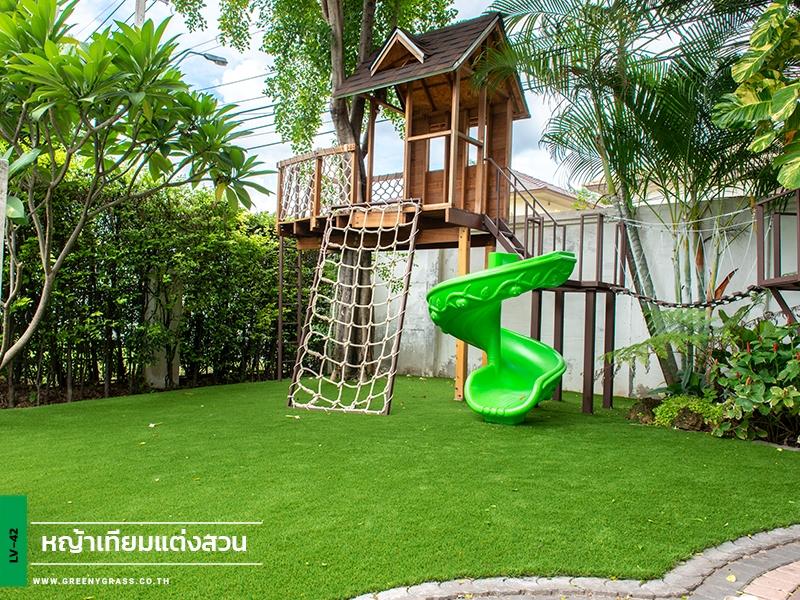 สนามเด็กเล่นหญ้าเทียมในบ้าน เศรษฐสิริ ประชาชื่น