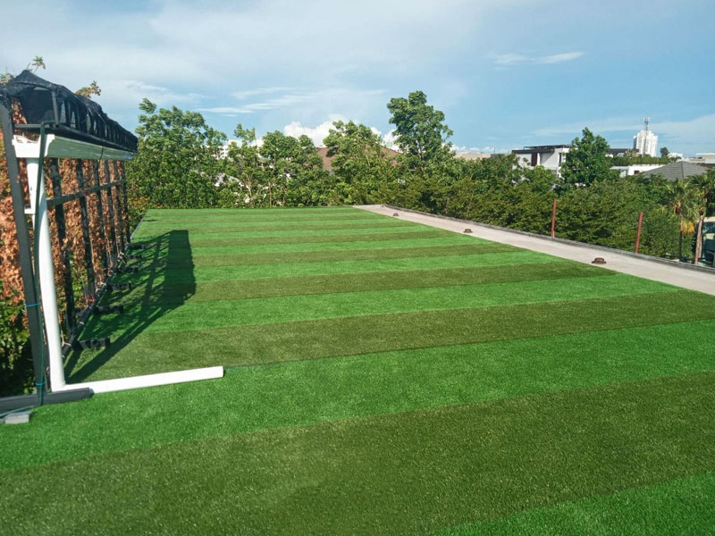 หญ้าเทียมบนดาดฟ้า หมู่บ้านโนเบิล เรสซิเดนส์ ถนนพัฒนาการ
