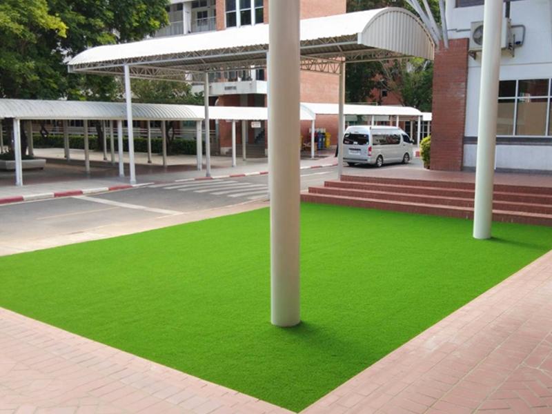 ติดตั้งหญ้าเทียมหน้าอาคาร โรงเรียนอัสสัมชัญธนบุรี
