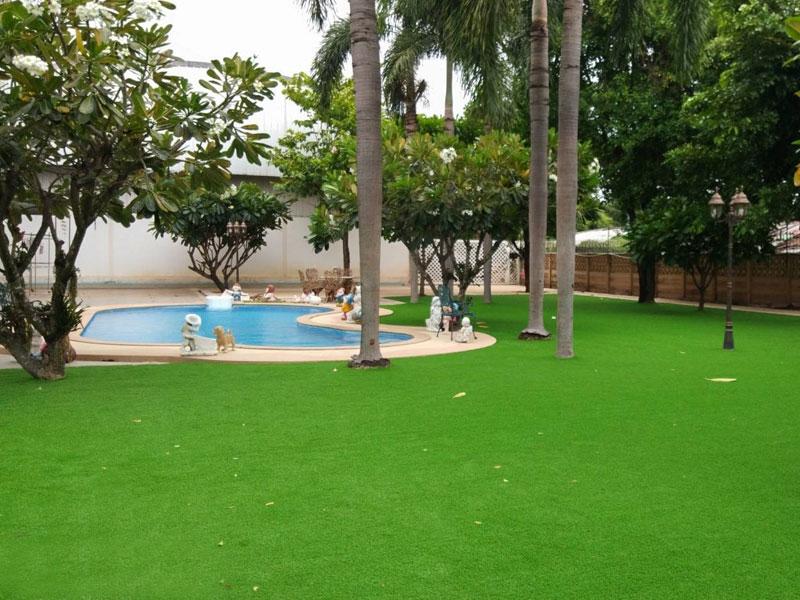 แต่งสวนหญ้าเทียม บ้านพักส่วนตัวซอยวัดยายร่ม