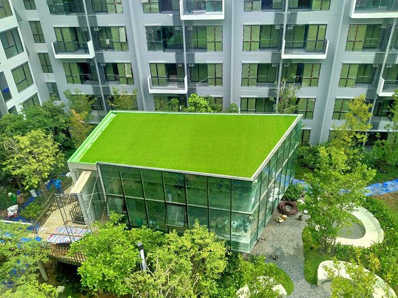 ติดตั้งหญ้าเทียม โครงการ Kave Town Space จ.ปทุมธานี