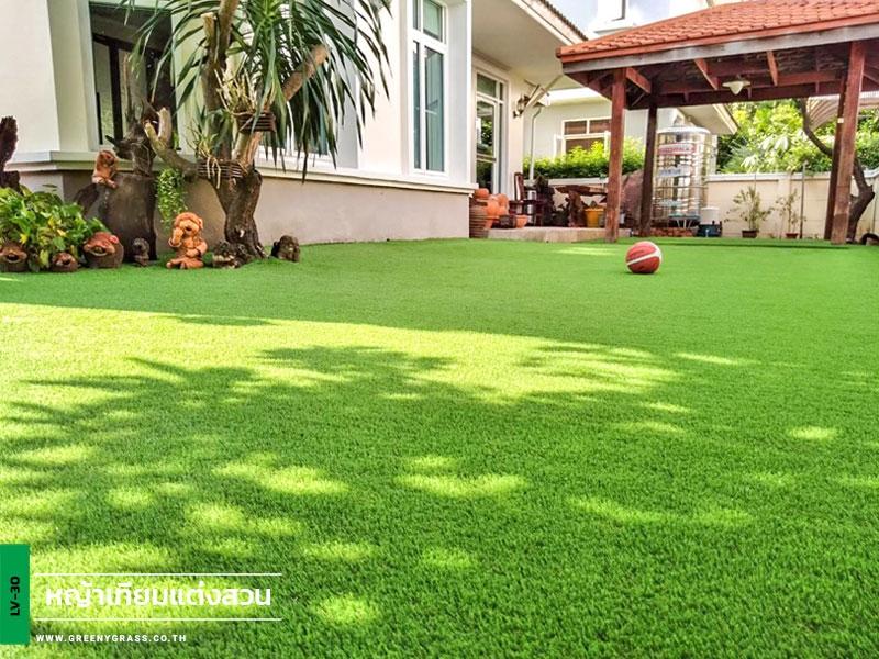 จัดสวนหญ้าเทียม หมู่บ้าน Golden Lanna Village รามคำแหง 92