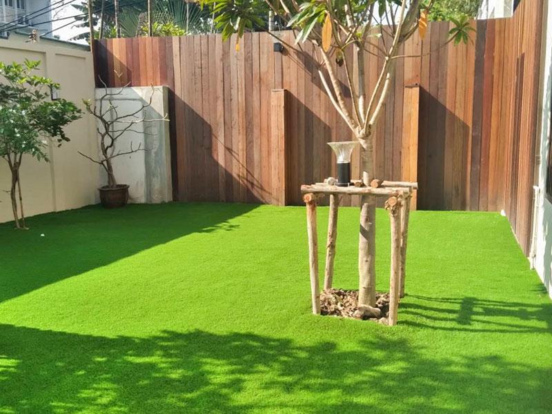 จัดสวนหญ้าเทียม โกดังเฮ่งง่วนหลี