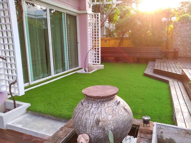 แต่งบ้านด้วยหญ้าเทียม หมู่บ้านรอยัล ราชาวดี พุทธบูชา
