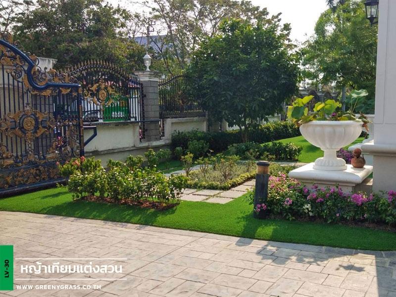 จัดสวนหญ้าเทียมรอบบ้าน หมู่บ้านนันทวัน-วัชรพล