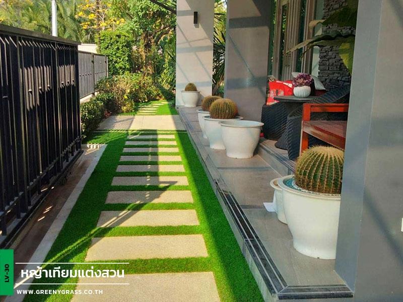 จัดสวนด้วยหญ้าเทียม หมู่บ้านเดอะแกรนด์ พระราม 2