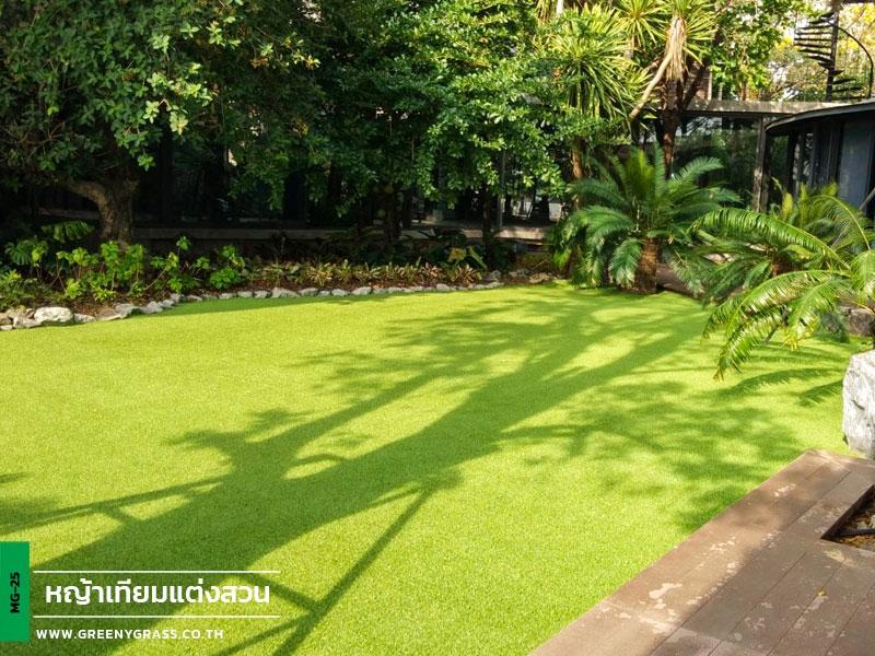 เนรมิตสวนด้วยหญ้าเทียม หมู่บ้านวิจิตราธานี บางนา-ตราด