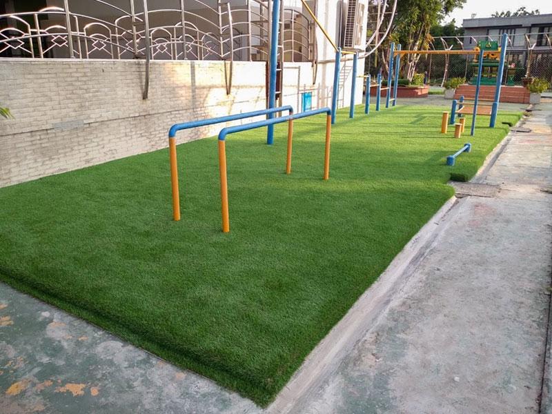 หญ้าเทียมโซนเครื่องเล่นสนาม Singapore International School