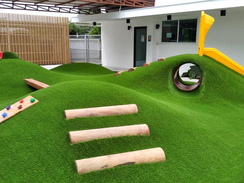 สนามเด็กเล่นหญ้าเทียม Thinkberry International Pre-School