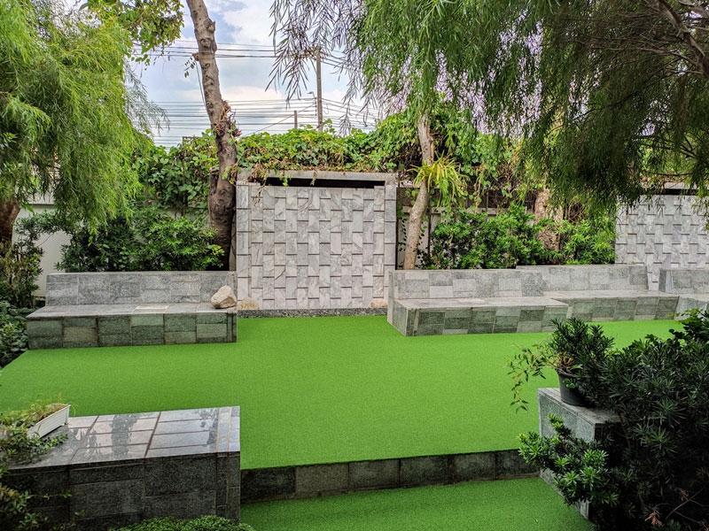 มุมสวนหญ้าเทียมแสนสบาย บ้านพักซอยรามคำแหง 182