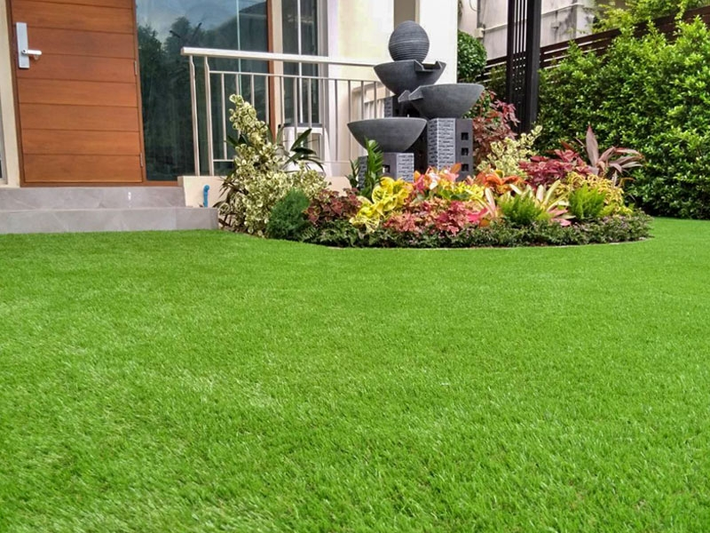 ติดตั้งหญ้าเทียมในบ้านพักส่วนตัว ซอยนันทสิริ